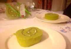 ooooo and Green Tea Sponge cake for dessert...whaaaaa?! So good!!